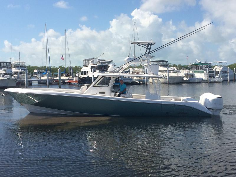 yacht works, everglades boats, center consoles, fishing, diving, snorkeling, bayside, ocean, miami, yachts, 435cc, offshore
