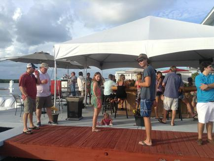 tiki, bar, beverage, yacht works, everglades boats, tavernier, florida